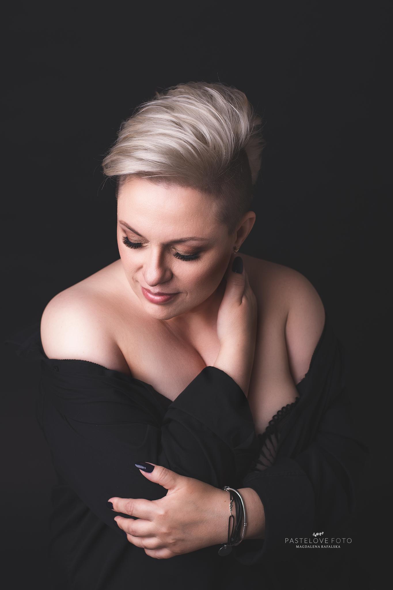 portret-kobiecy-studio-sesja-zmysłowa-sensualna-portret-kobieta-włocławek